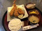 ミックスフライ定食(ジャンボ海老フライ・チキンかつ・白身フライ)