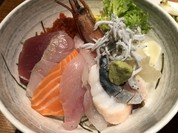 海鮮丼:お刺身が新鮮でビックリ!