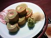 茶そばを揚げで巻いたそば寿司