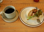 コーヒー(グァテマラ)とサンドイッチ